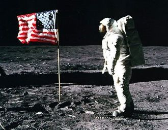0_22_apollo_11_buzz_flag